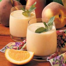 Photo of two glasses of Peach and Spice Smoothie